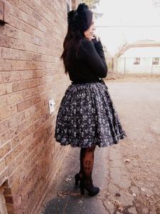 black skirt back loli2