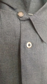 Negroni close up top button